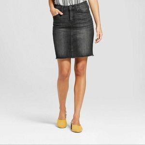Universal Thread Black Dk Grey Cut-off Skirt EUC